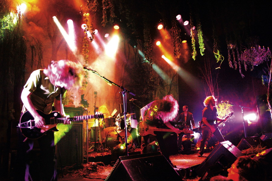 My Morning Jacket  November 11, 2005 The Fillmore  San Francisco CA  All images © Dave Vann 2005 vann71@gmail.com  No use or redistribution without express permission  Use the slider bar above to move through all of the photos.   All photos are in chronological order.  To view the slide show click the play icon lower left or click again to pause.   You can also advance one by one by clicking the main image on the screen.