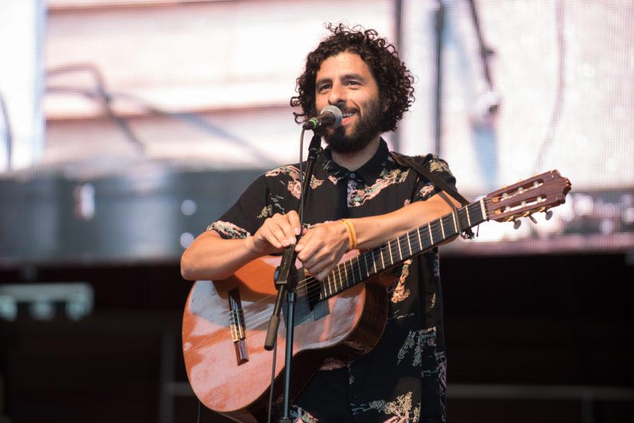 José-González-live-in-Chicago-at-Jay-Pritzker-Pavilion-08-01-16-2